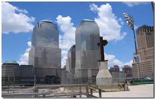 Небоскрёбы в Манхэттене. В Манхэттене находится большое количество небоскрёбов, которые продолжают удивлять туристов своей красотой.