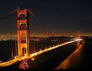 Вид на ночной Бруклинский мост... Красиво, не правда ли?