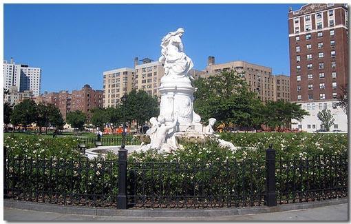 Статуя в Бронксе