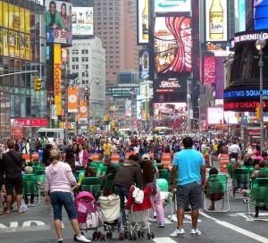 Пешеходы на улицах Times Square