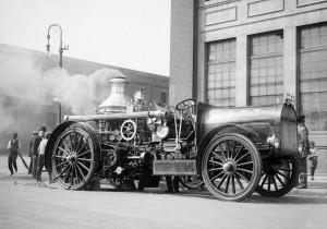 Один из первых автомобилей в Нью-Йорке
