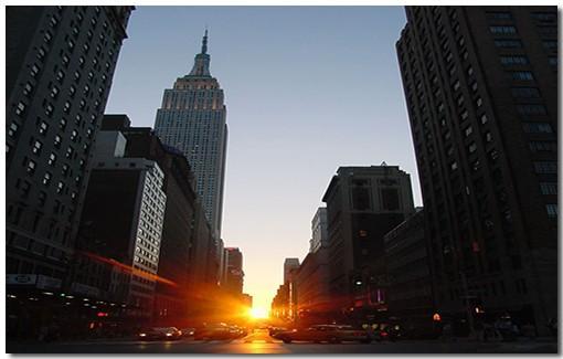 На картинке представлена фотография рассвета в Манхэттене