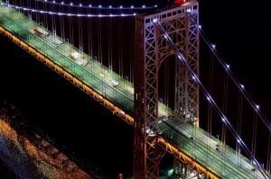 Вид Манхэттенского моста в Ночное время фото