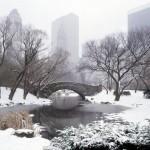 Мост через реку, красивая фотография сделанная зимой в Нью-Йорке