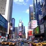 Огромное количество машин на знаменитой площади Таймс-Сквер