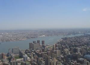 East-River - пролив в Нью-Йорке, соединяющий его районы