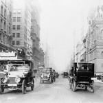 Пятая авеню в 1918 году, на фотографии видно двухъярусный автобус