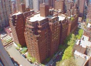 Район Манхэттена, с комплексом 12-и этажных домов.