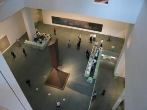 Вид сверху на холл музея