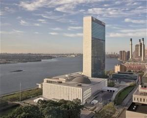 Здание ООН в Нью-Йорке на фоне Ист-Ривер